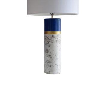Lámpara de sobremesa con base azul y efecto mármol