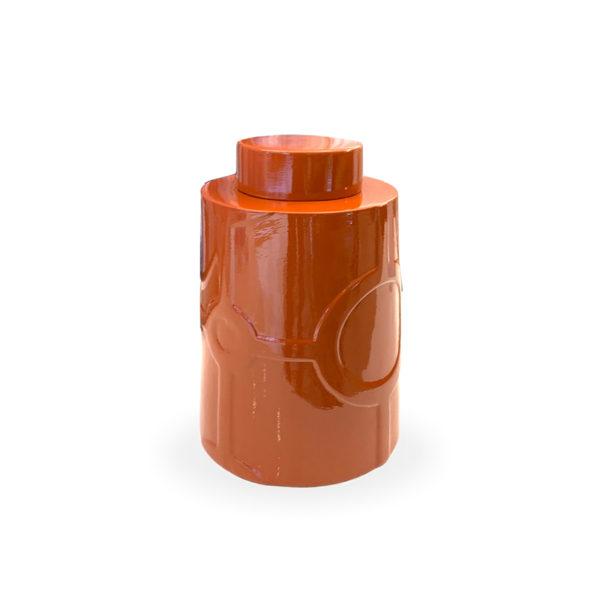Tibor de cerámica naranja con dibujo en relieve