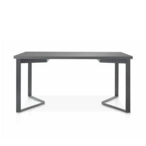 Mesa de comedor de diseño con patas triangulares