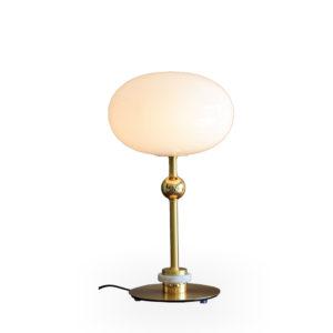 Lámpara blanca y dorada