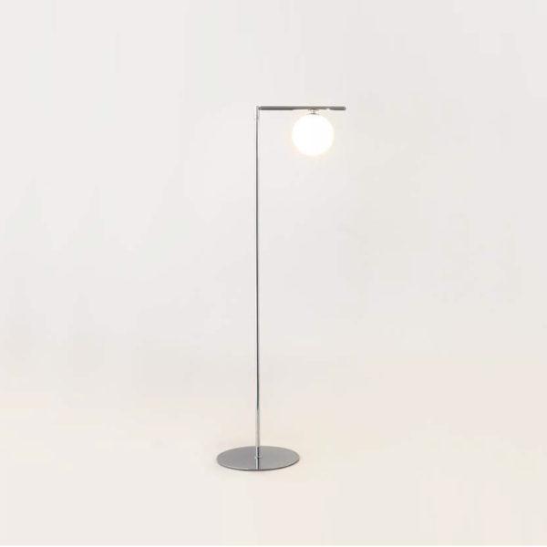 Lámpara de pie con bola blanca