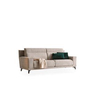 Sofá con pata alta
