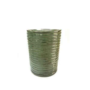 Taburete de cerámica con diseño estriado